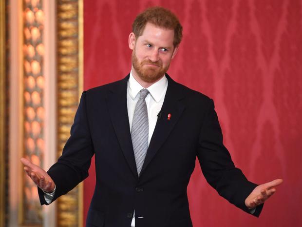 Фото №4 - «От чего он собрался отдыхать?»: в сети обсуждают странное заявление принца Гарри