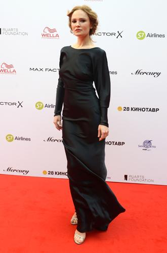 Фото №27 - 10 красавиц «Кинотавра-2017»: подводим модные итоги