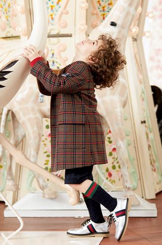 Фото №30 - Золотая карусель: лукбук осенне-зимней детской коллекции Gucci 2016/17