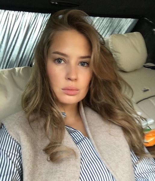 Фото №1 - «Мир продолжает жить без тебя»: Алена Гаврилова старается держаться после расставания с Эмином