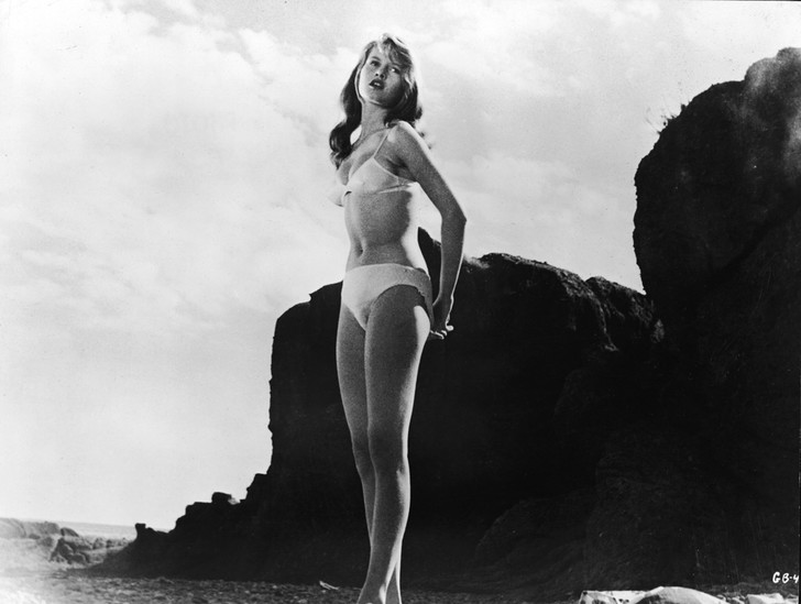 Фото №9 - Купаться разрешается! История женской пляжной моды в 10 фактах о купальниках