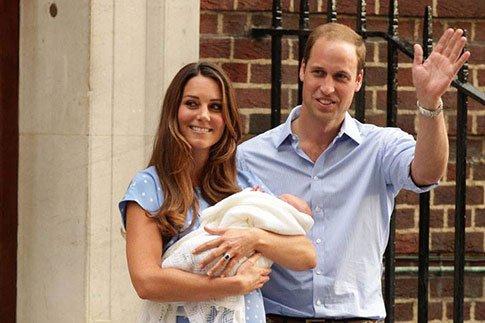 Фото №1 - Кейт и Уильям показали новорожденного сына