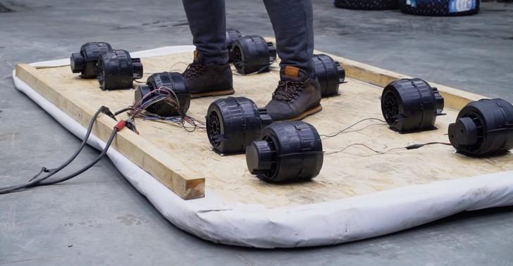 Фото №1 - Русские умельцы построили «ковер-самолет» из фанеры и вентиляторов (видео)