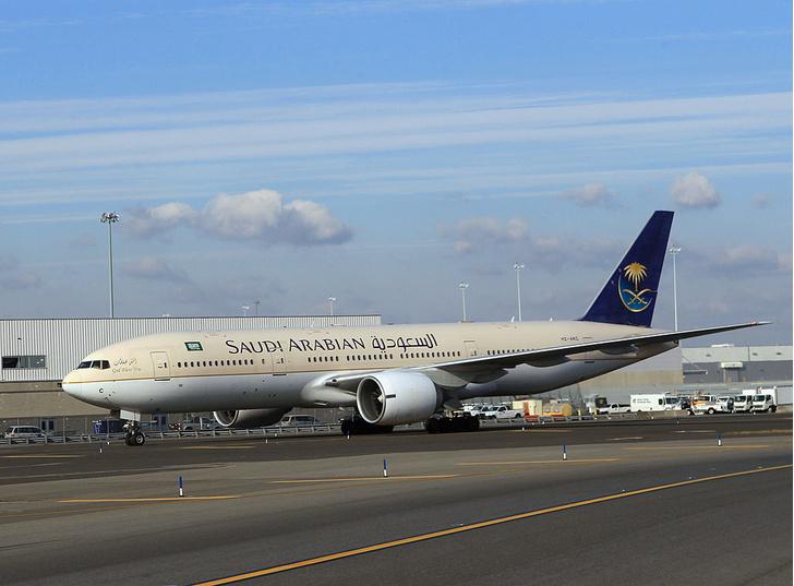 Фото №1 - Арабская авиакомпания предупреждает пассажиров о дресс-коде на борту