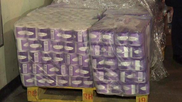 Фото №1 - В Гонконге вооруженные люди напали на курьера и украли 600 рулонов туалетной бумаги