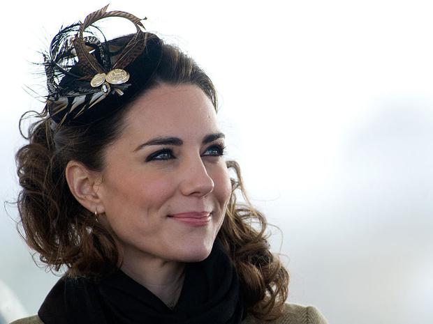 Фото №1 - Еще не герцогиня: каким был первый официальный выход Кейт в качестве невесты принца