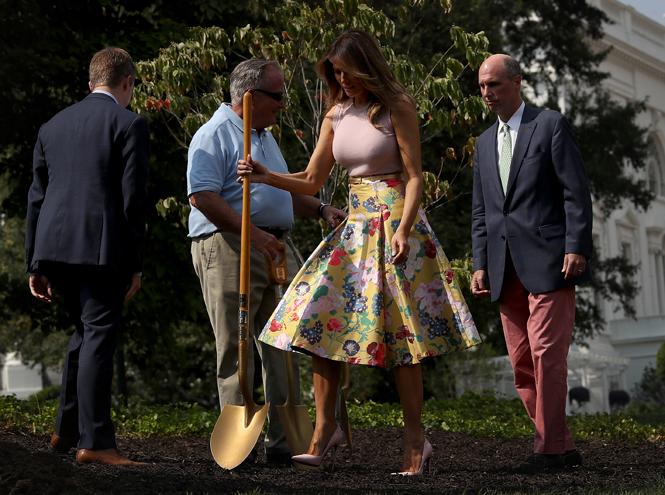 Фото №3 - Первая садовница: 10 юбок как у Мелании Трамп (саженцы в комплект не входят)
