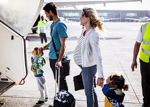Фото №2 - Что нужно знать о полетах во время беременности: 10 вещей