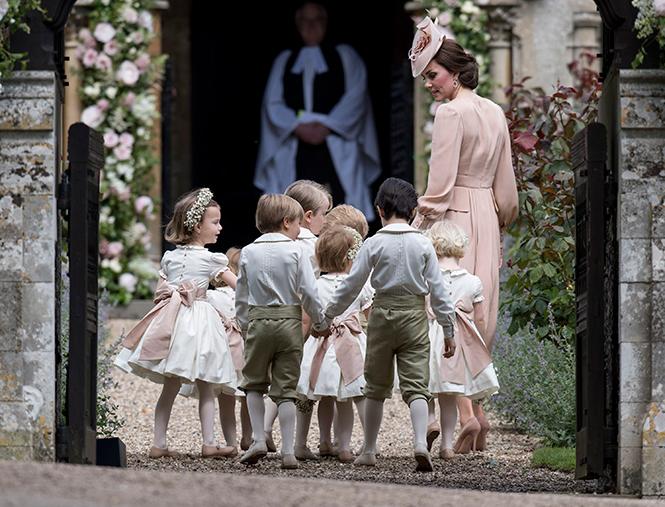 Фото №10 - Герцогиня Кембриджская в роли няни на свадьбе сестры (фото)