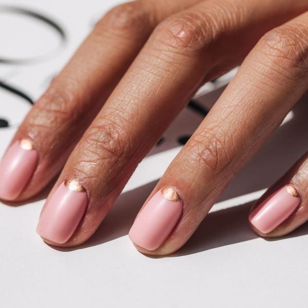 Фото №20 - Розовое золото: 39 стильных и модных идей нарядного маникюра