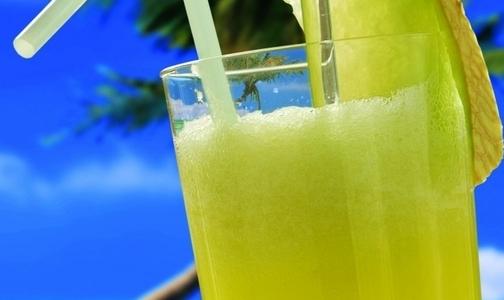 Фото №1 - Диетологи: Стакан в день сладких напитков на треть повышает риск инфаркта