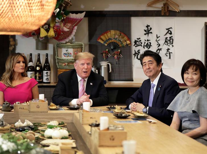 Фото №6 - Дональд и Мелания Трамп прилетели в Японию