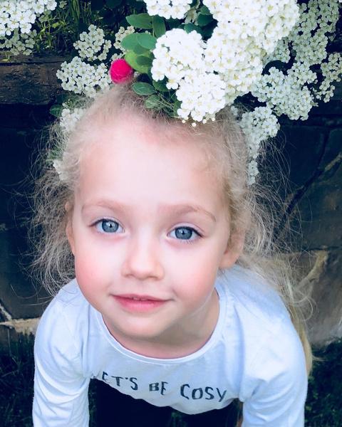 Фото №1 - Настоящая Рапунцель: новая прическа 7-летней Лизы Галкиной восхитила фанатов