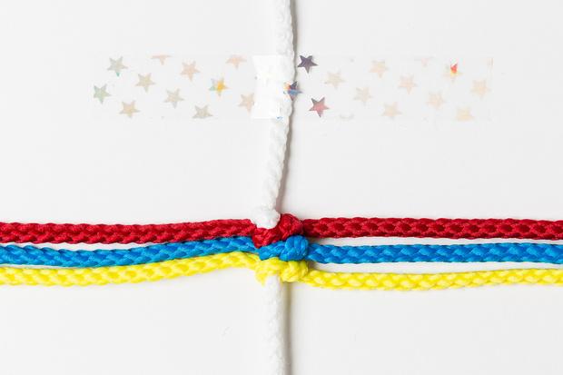Фото №7 - Мастер-класс: Плетем фенечки