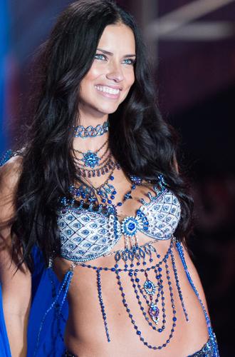 Фото №40 - Полцарства за бюстгальтер: как выглядят все драгоценные Fantasy Bra Victoria's Secret