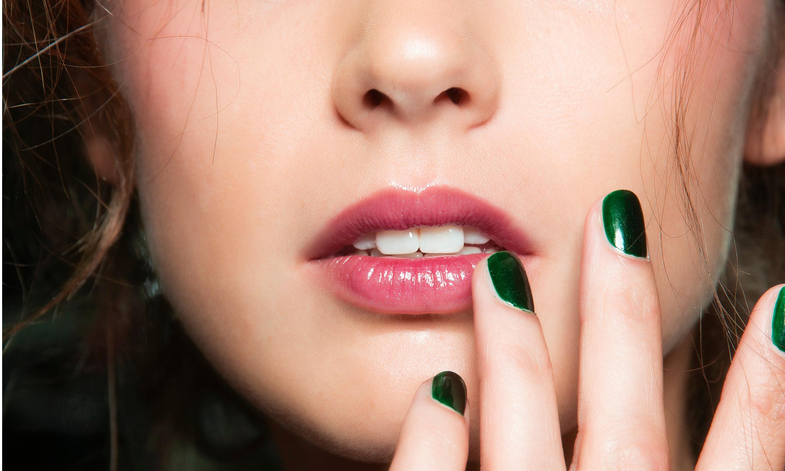 5 необычных способов использовать блеск для губ