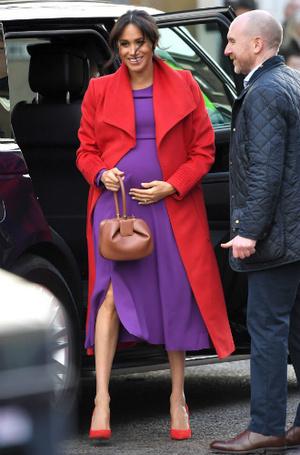 Фото №2 - Вслед за Меган: герцогиня Кембриджская выбирает королевский фиолетовый для нового визита