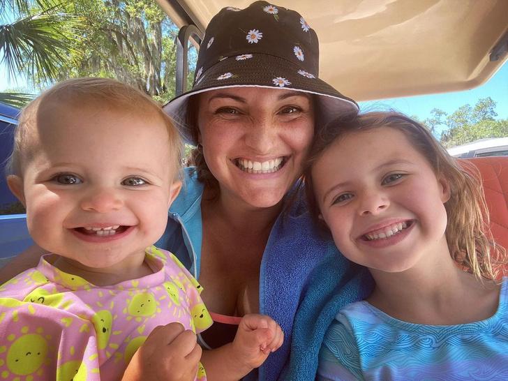 Брэтт-Эшли с детьми