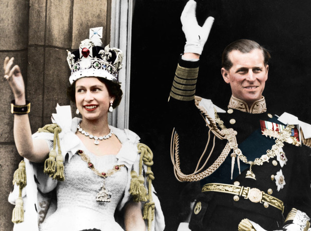 Фото №1 - История самого известного коронационного платья Елизаветы II