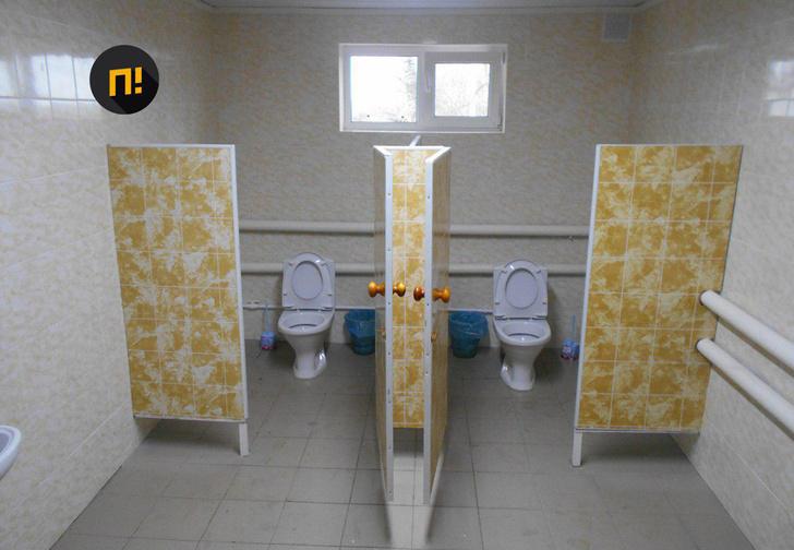 Фото №1 - В орловской школе торжественно открыли первый почти за 150 лет туалет не на улице