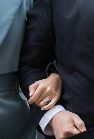 Фото №2 - Сходство налицо: что общего у помолвочных колец Кэрри Симондс и герцогини Кейт