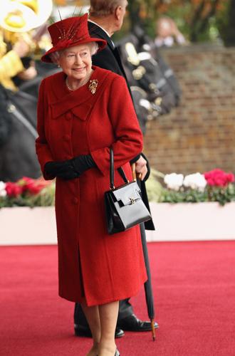 Фото №4 - Держи за ручку: любимые сумки принцесс и королев снова в тренде