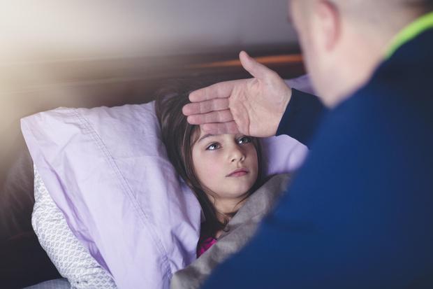 Фото №2 - Как сбить высокую температуру у ребенка: помощь с лекарствами и без