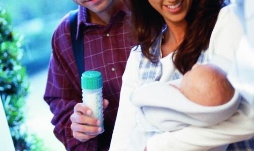 Фото №1 - Россиянки считают, что молочная смесь может заменить грудное молоко