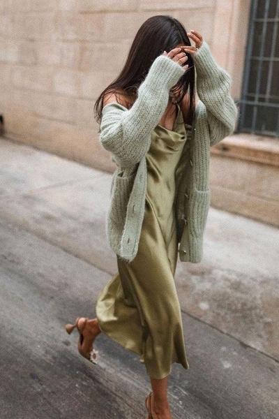 Фото №3 - С чем носить платье-комбинацию: модные идеи на лето и осень 2021