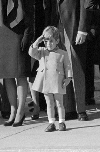 Фото №3 - Пока смерть не разлучит: любовь и трагедия Джона Кеннеди-младшего и Кэролин Бессетт