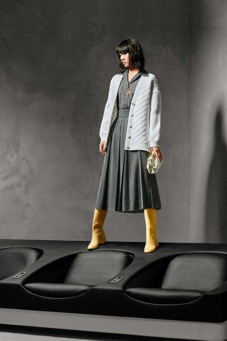 Фото №2 - Озорная и аристократическая: как одеться в стиле Катрин Денев в фильме «Дневная красавица»?