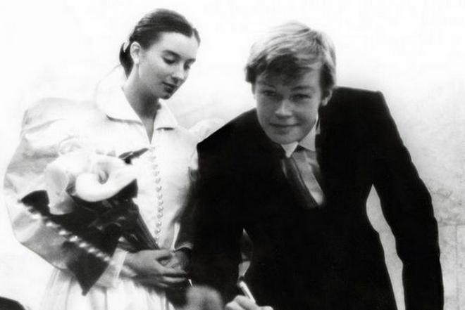 Фото №7 - 12 звезд, которые вышли замуж слишком рано