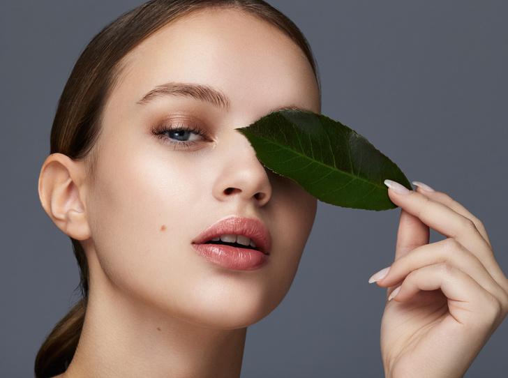 Фото №1 - Главные ошибки в уходе за кожей вокруг глаз и 13 средств, которые их исправят