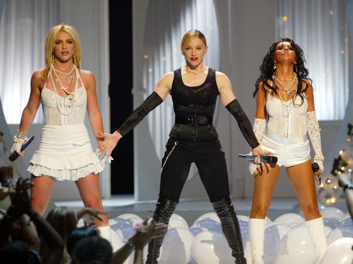 Фото №16 - Королева провокаций: 10 скандальных нарядов Мадонны, которые изменили моду