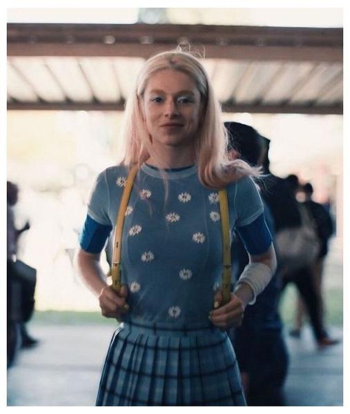 Фото №1 - Как в «Эйфории»: повторяем образ Хантер Шафер в нежно-голубых оттенках