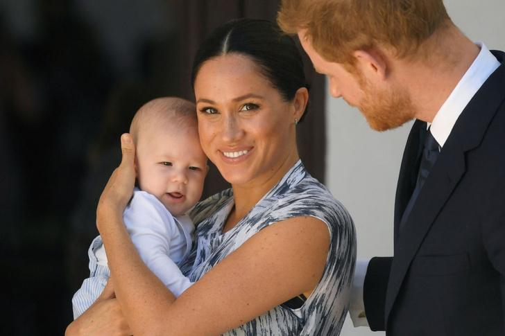 Фото №1 - Крупный в папу, упрямый в маму: в Сети обсуждают новое видео Меган с сыном