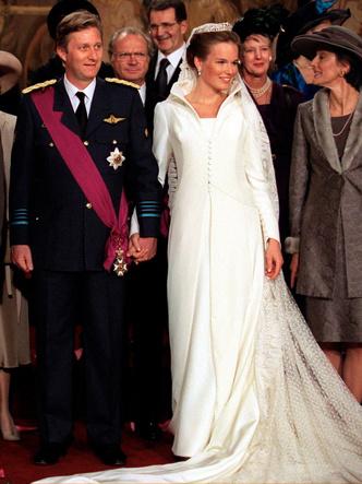 Фото №2 - Платья-близнецы: 15 слишком похожих свадебных нарядов королевских особ
