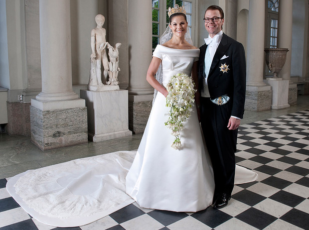 Фото №8 - Почему свадебное платье Меган Маркл было таким скромным (на самом деле)