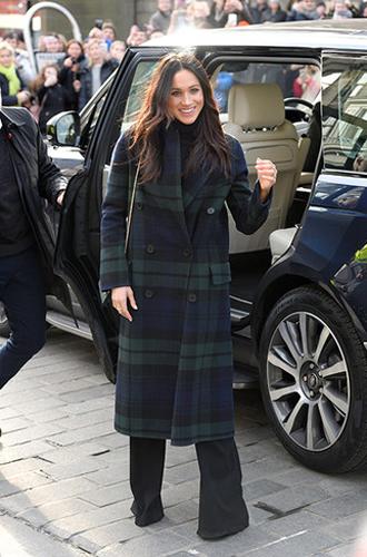 Фото №11 - Почему Меган Маркл не принимает британский стиль в одежде