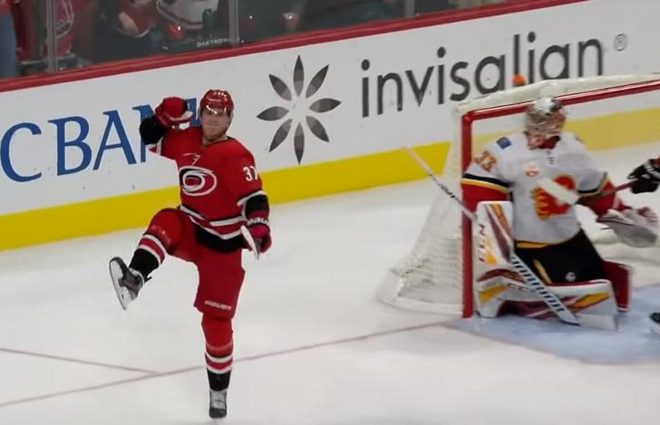Фото №1 - 19-летний российский форвард первым в истории НХЛ забросил лакросс-шайбу (видео)
