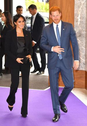 Фото №15 - Как королевские особы носят брючные костюмы