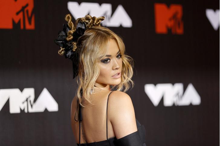 Фото №1 - MTV VMA 2021: рейтинг самых эффектных укладок