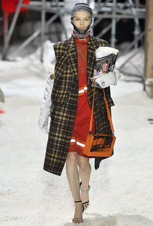Фото №13 - Почему роба — самый модный комбинезон этой весны
