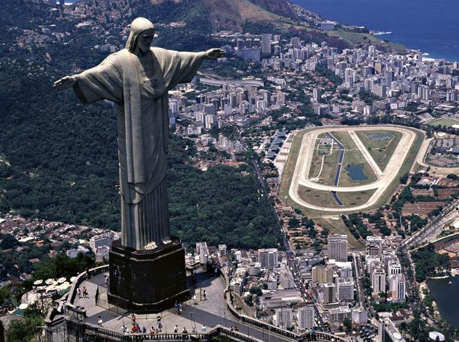 Фото №2 - Куда ставить будем: судьба 83-метрового Иисуса Христа работы Церетели