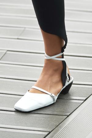 Фото №18 - Самая модная обувь весны и лета 2021: советы дизайнеров
