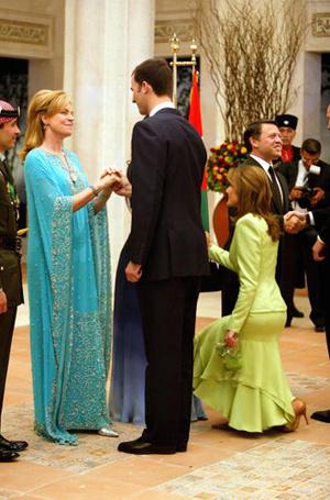 Фото №23 - Искусство реверанса: как современные принцессы и королевы приветствуют друг друга