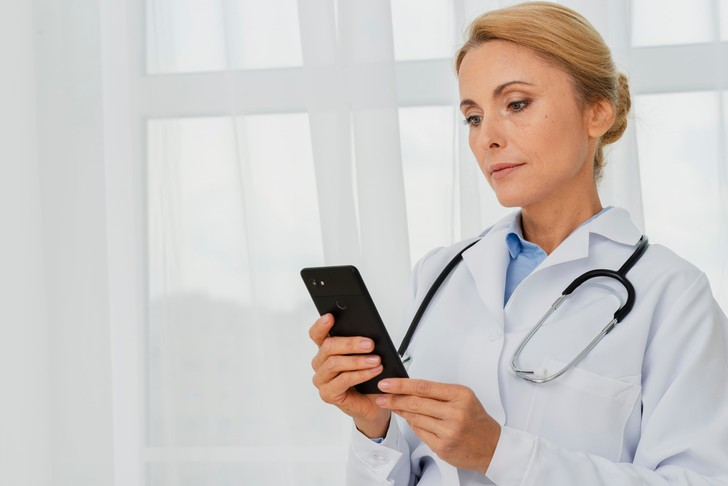 консультация с врачом по телефону