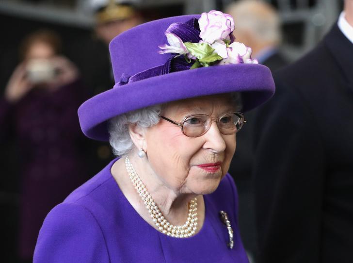 Фото №1 - Какое украшение Елизавета II носит практически постоянно (но вы не замечали)