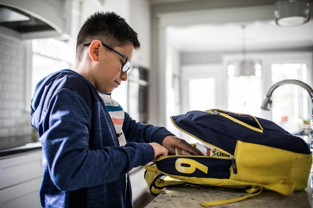Фото №2 - 5 правил покупок для ребенка к школе