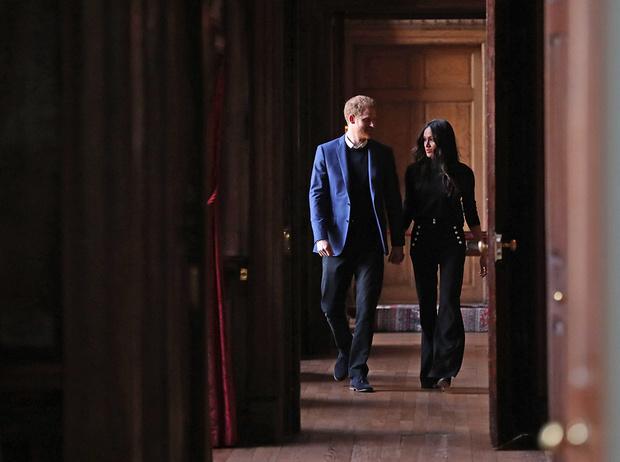 Фото №11 - Принц Гарри и Меган Маркл накануне Дня всех влюбленных приехали в Шотландию